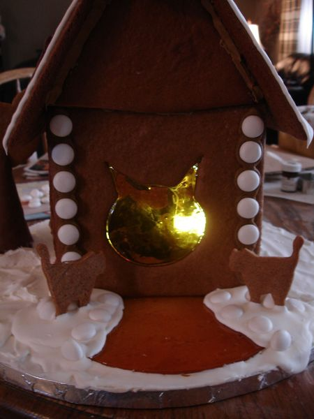 Gingerbread house of cats